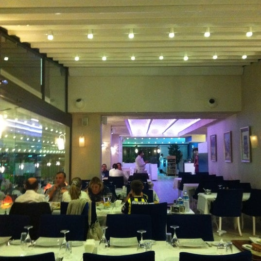 9/12/2012 tarihinde Sinem M.ziyaretçi tarafından Foça Fish Gourmet'de çekilen fotoğraf