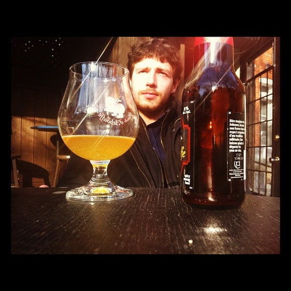 Снимок сделан в Café Bar Zénob пользователем Kevin T. 10/19/2011