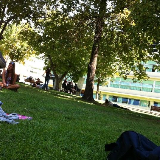 Foto tomada en Universidad Andrés Bello por Sebastián S. el 3/15/2012