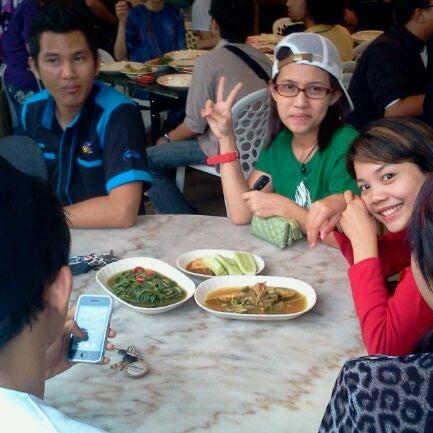 Photo taken at Restoran Sambal Hijau by Matt R. on 8/19/2011