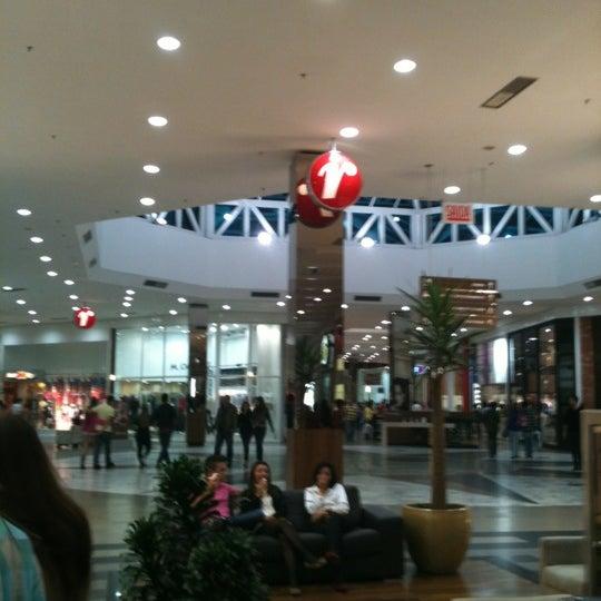 Foto tirada no(a) Shopping Neumarkt por Leonardo S. em 6/17/2012