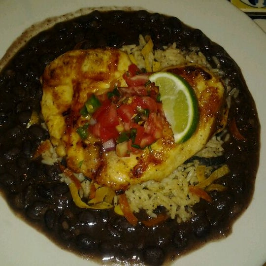 Photo taken at Chili's Grill & Bar by Mercy on 4/22/2012
