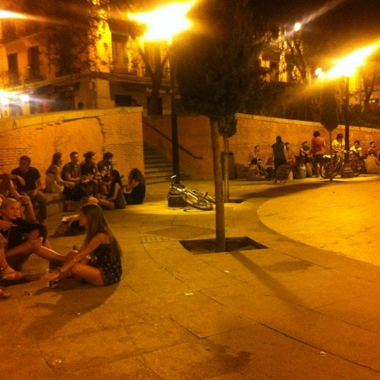 Photo taken at Plaza del Dos de Mayo by Adru on 8/27/2012