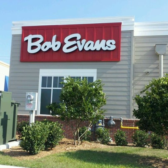 Photo taken at Bob Evans Restaurant by Alex G. on 5/23/2012