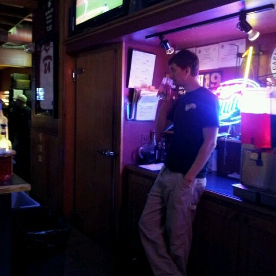 Photo taken at Nitty Gritty Restaurant & Bar by Lee on 4/19/2012