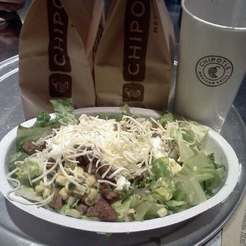 Photo taken at Chipotle Mexican Grill by Travis D. on 3/27/2012