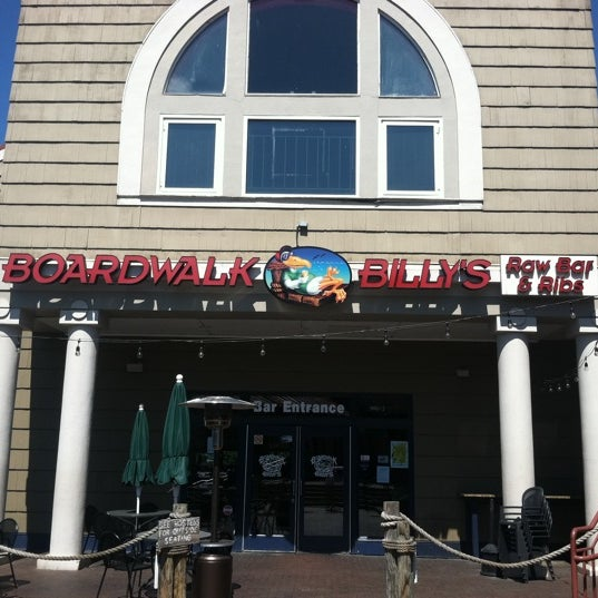 Photo taken at Boardwalk Billy's Raw Bar & Ribs by Milanio S. on 4/6/2012