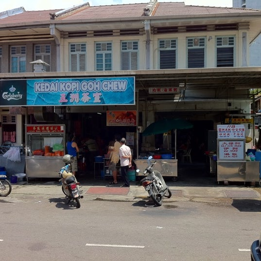 Photo taken at New Lane Hawker Stalls by Loh E. on 5/15/2011