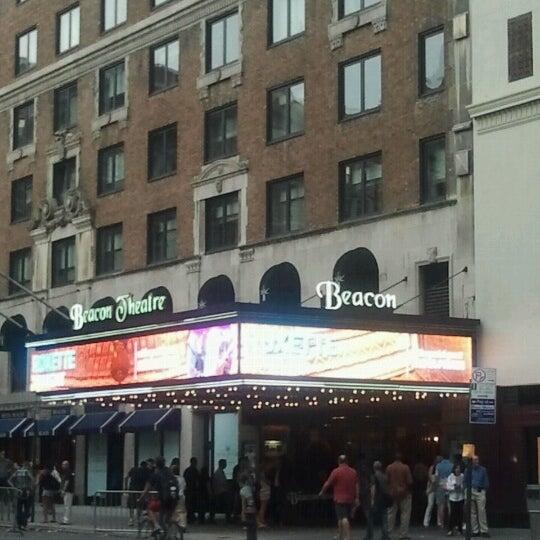 รูปภาพถ่ายที่ Beacon Theatre โดย JoseArbey U. เมื่อ 9/2/2012
