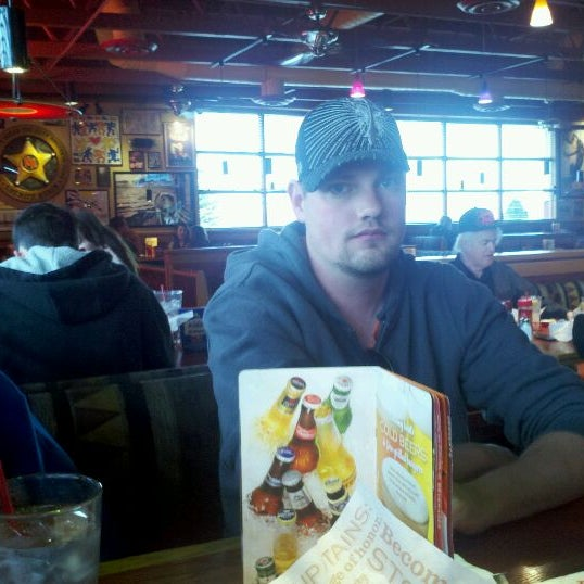Photo taken at Red Robin Gourmet Burgers by Rachel H. on 5/11/2012