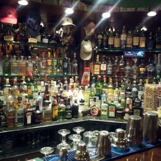 11/6/2011 tarihinde John G.ziyaretçi tarafından Cozy Bar&Restaurant'de çekilen fotoğraf
