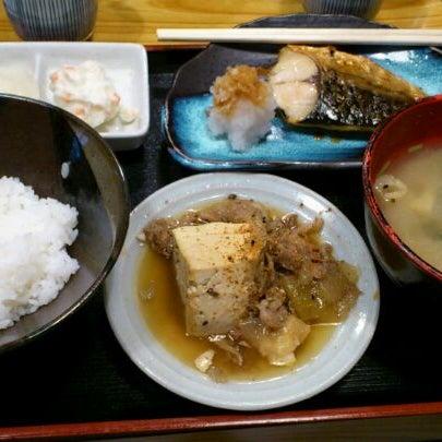Photo taken at 上総屋 by GOGOGO! on 11/29/2011