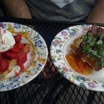 Foto tirada no(a) The Waffle Window por Rebecca C. em 6/26/2011