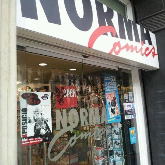 Foto tomada en Norma Cómics por Kuro S. el 2/2/2012