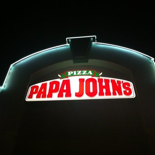 Photo taken at Papa John's by Alejandro L. on 5/13/2012