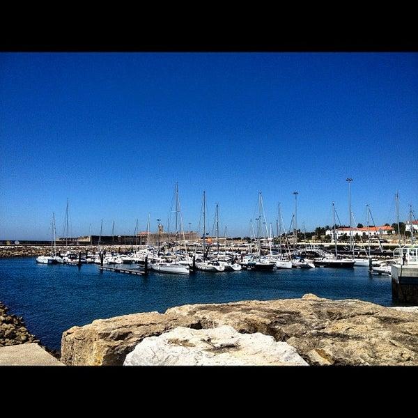 Foto tirada no(a) Porto de Recreio de Oeiras por Jorge B. em 6/24/2012