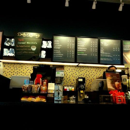 Photo taken at Starbucks by 🌀PlaKlap🔆ng🌀 on 4/7/2012