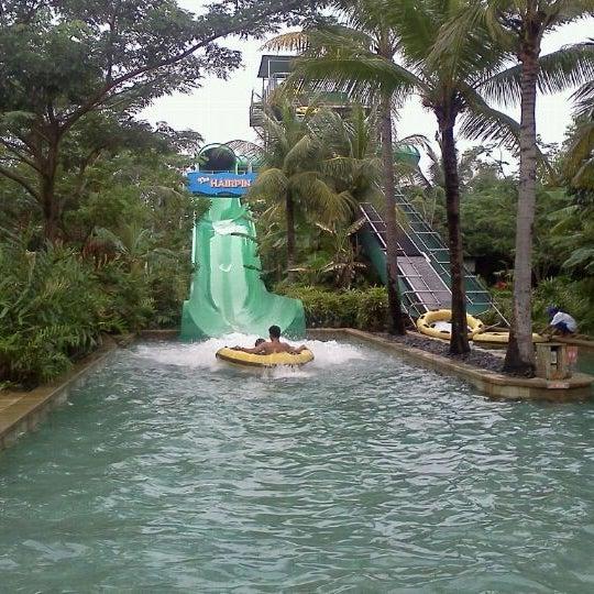 Photo taken at Waterbom Jakarta by Alponso P. on 4/30/2011
