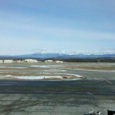 Foto tomada en Burlington International Airport (BTV) por Nick S. el 2/13/2012