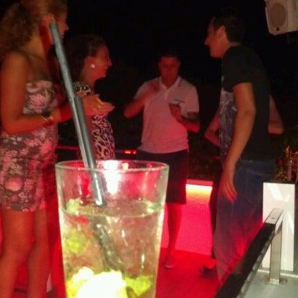 Foto diambil di Beluga Bar Karma Sky Lounge oleh KaaN K. pada 7/20/2012