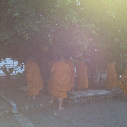 Photo taken at ลานใส่บาตร by Som O D. on 7/10/2012