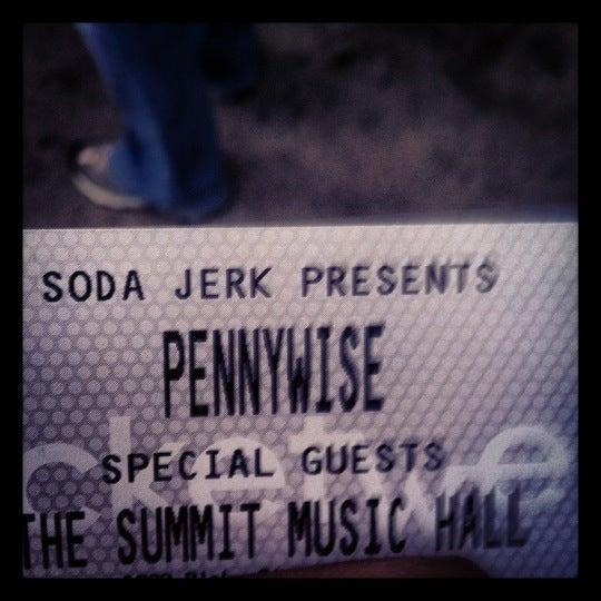 รูปภาพถ่ายที่ Summit Music Hall โดย 🎯Eric💀 . เมื่อ 5/19/2012