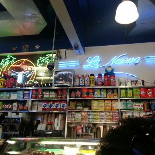 Foto tomada en La Nueva Bakery por Omar B. el 9/3/2012