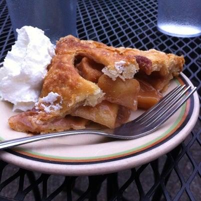 7/21/2012 tarihinde Paul R.ziyaretçi tarafından Random Order Pie Bar'de çekilen fotoğraf