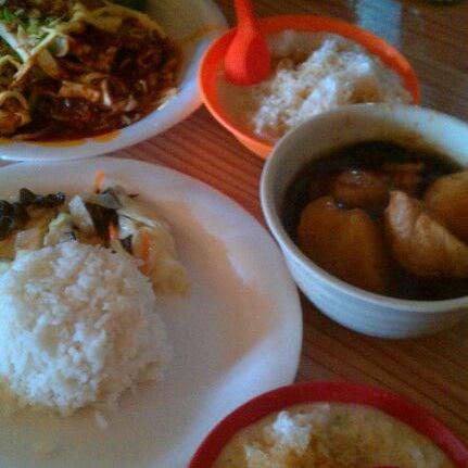 Photo taken at Donald & Lily Nyonya Food by David E. on 12/30/2011