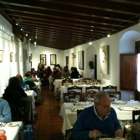 Foto tomada en Casa Pepe de la Judería por Alberto P. el 4/30/2012