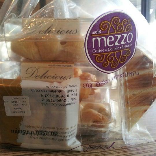 Photo taken at Mezzo by Nong Pin K. on 9/12/2012