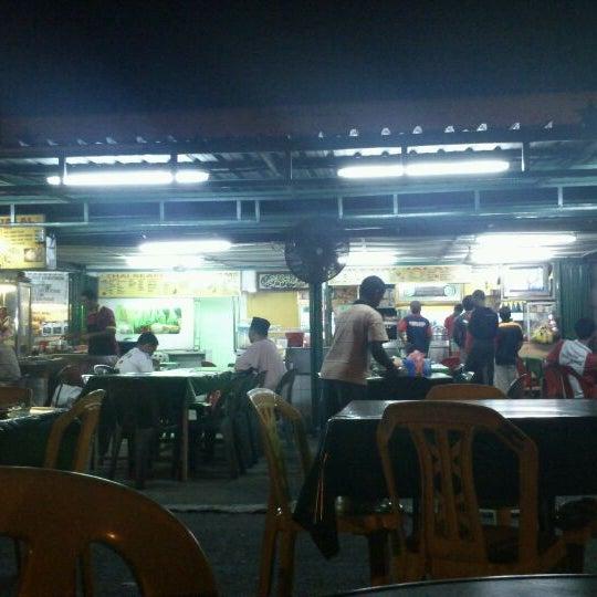 Photo taken at Kedai Jalal by Syed Ashraf A. on 1/27/2012