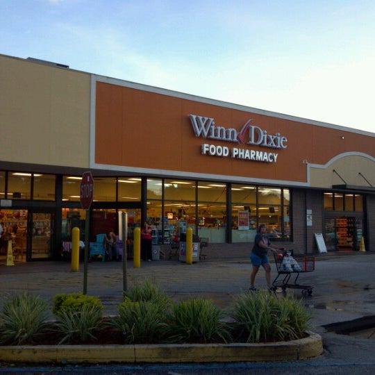 winn dixie Building great careers at southeastern grocers  ready to take the next big step in your career southeastern grocers (home of winn-dixie, bi-lo, harveys & fresco y más) is always looking for top talent to join our team of innovative, energetic, brilliant minds in the business.