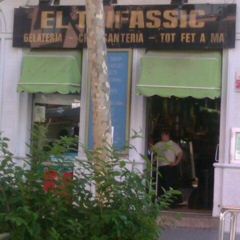 Foto tomada en Cafè el Trifàssic por Carmel O. el 7/19/2012