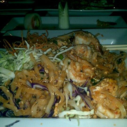 Foto tomada en Red Koi Thai & Sushi Lounge por JP H. el 10/18/2011