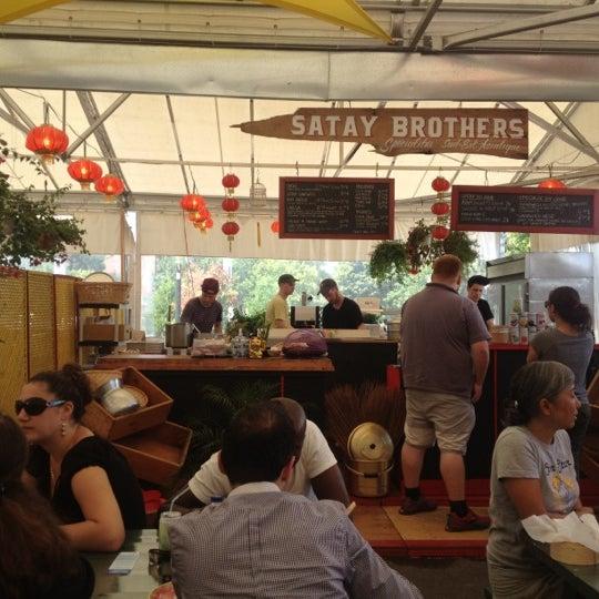 satay brothers asian restaurant in montr al. Black Bedroom Furniture Sets. Home Design Ideas