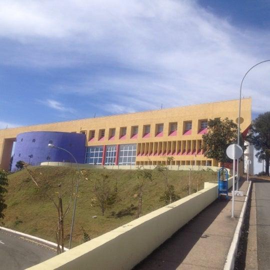 Снимок сделан в PUC Minas пользователем Alvaro G. 7/30/2012