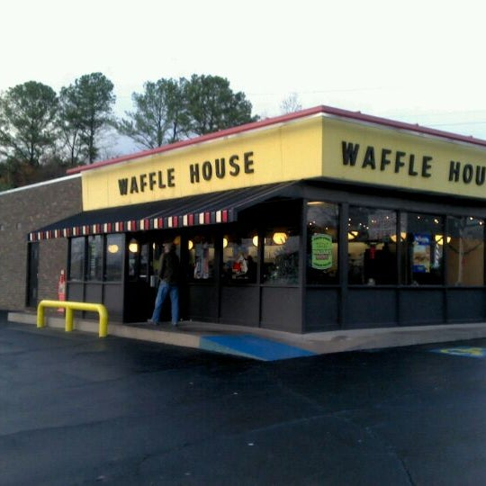 Photo taken at Waffle House by Chad M. on 12/7/2011