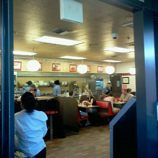 Photo taken at Waffle House by Justin G. on 8/21/2011