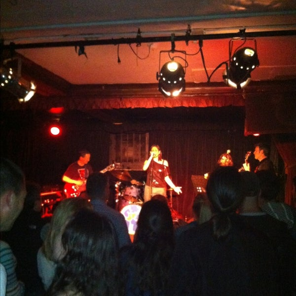 Photo prise au Cafe Du Nord par Edmund S. le6/28/2012