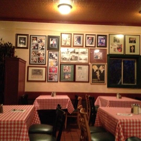 Photo taken at Milano Pizzeria by España S. on 5/10/2012