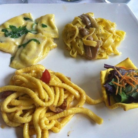 Foto scattata a Ristorante La Scuderia da Jessica D. il 1/15/2012