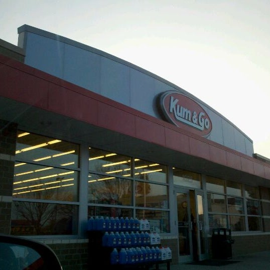 Photo taken at Kum & Go by Vera B. on 11/22/2011