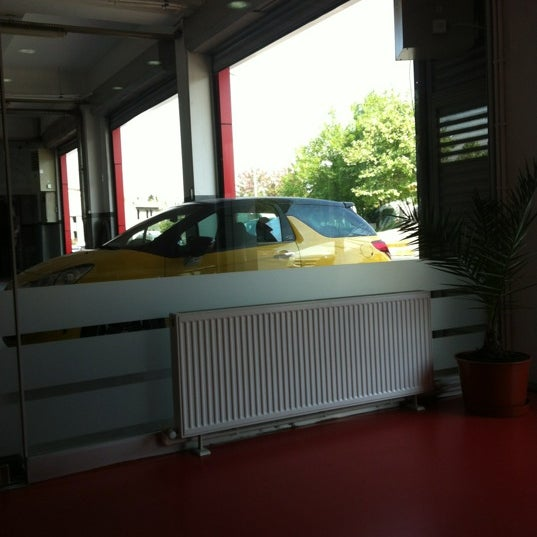 Photo taken at Citroen Serhan by Erel H. on 5/8/2012