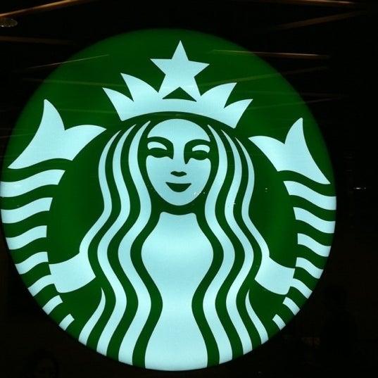 Photo taken at Starbucks by Bobby B. on 10/27/2011