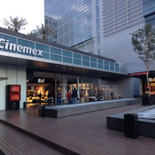 Photo taken at Cinemex by Alejandro E. on 6/16/2012