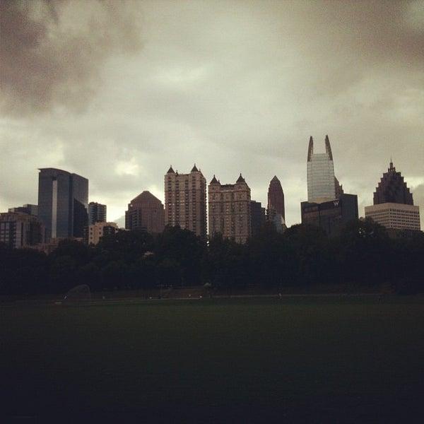 รูปภาพถ่ายที่ Piedmont Park โดย Amanda W. เมื่อ 9/3/2012