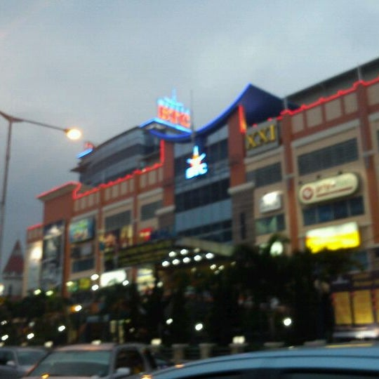 Photo taken at Bandung Trade Centre - BTC Fashion Mall by Choky P. on 10/2/2011
