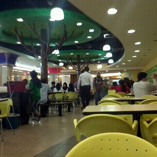 Photo taken at Oasis Food Court by Firdaus A. on 6/8/2011