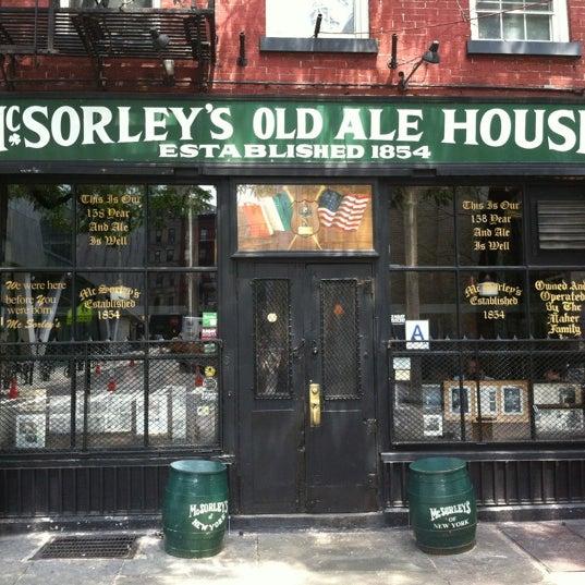 Photo prise au McSorley's Old Ale House par Alex B. le8/3/2012